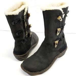 UGG Australia Black Leather & Sheepskin (6) Boots